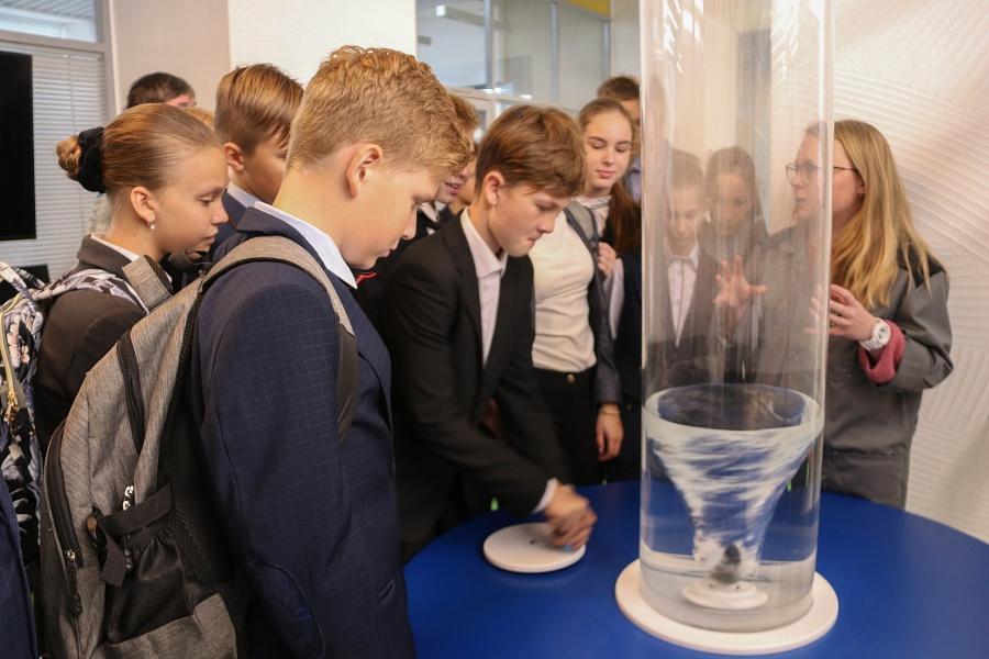 """Нас пригласили в """"Кванториум"""": Репортаж из технопарка, где дети становятся учёными"""