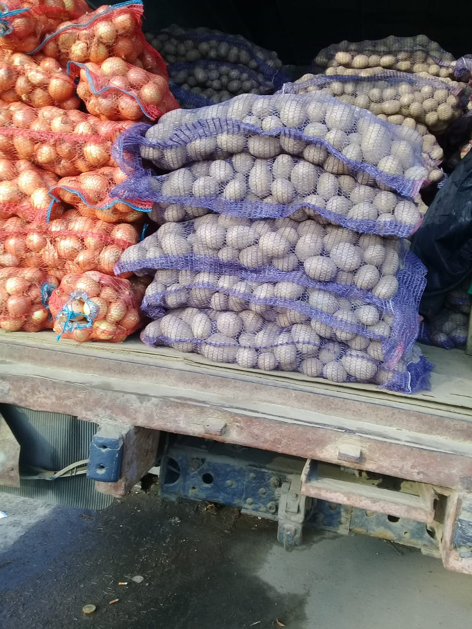 На рынке в Кимрах торговали карантинными арбузами, дынями и картофелем