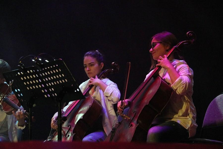 В Твери хиты Queen сыграли на виолончелях и скрипках