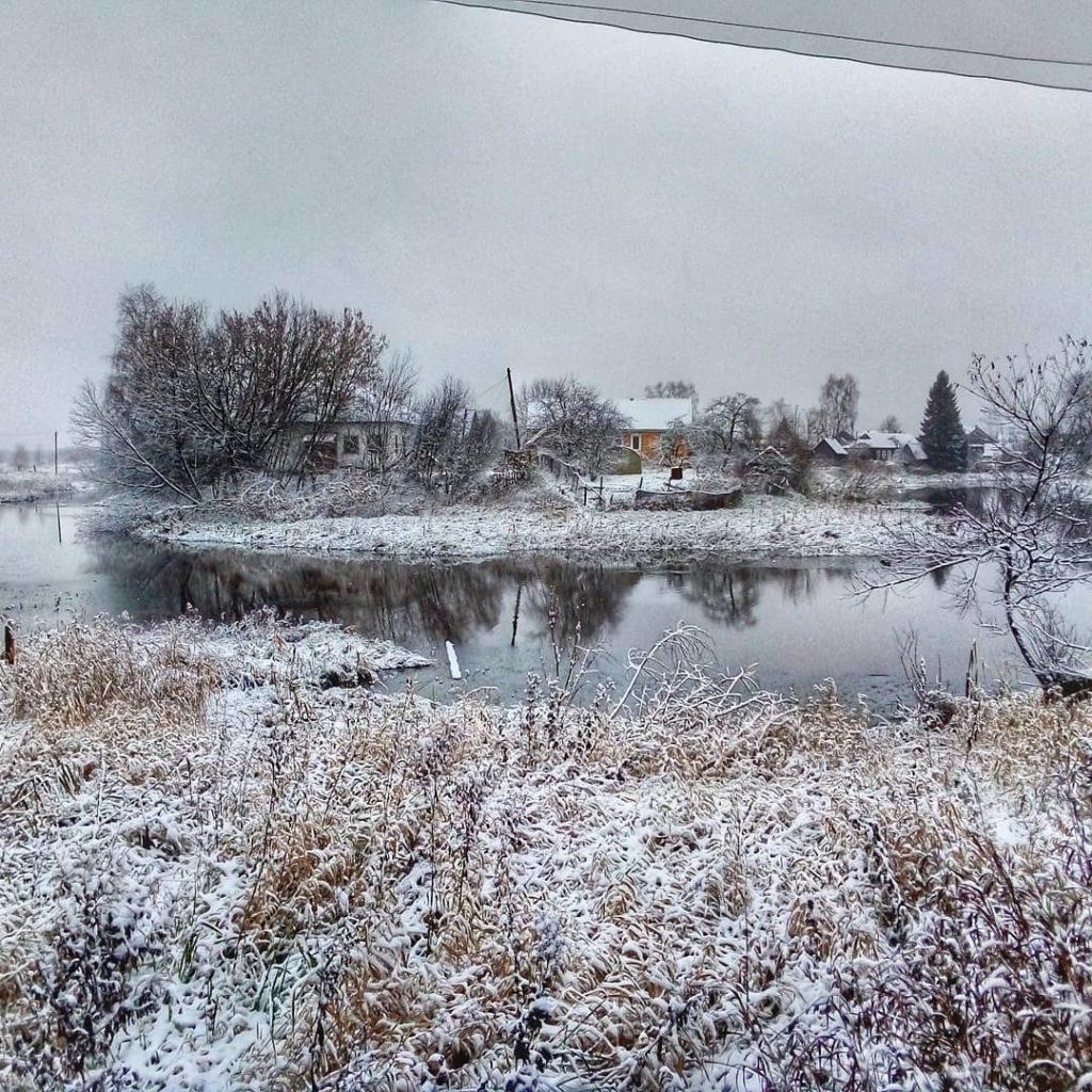 Пользователи соцсетей делятся фотографиями первого снега в Тверской области