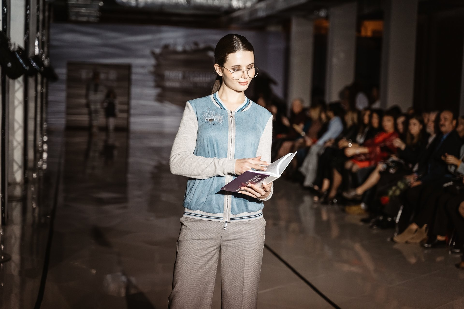 Модели вышли на подиум модного показа в Твери