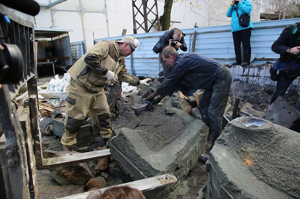 Тверские ветераны увидели отливку скульптуры солдата для Ржевского мемориала