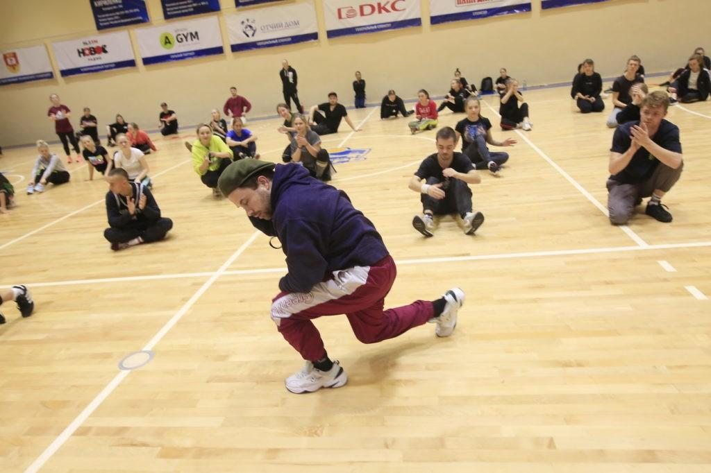 Тверскую молодежь учили танцевать брейк-данс