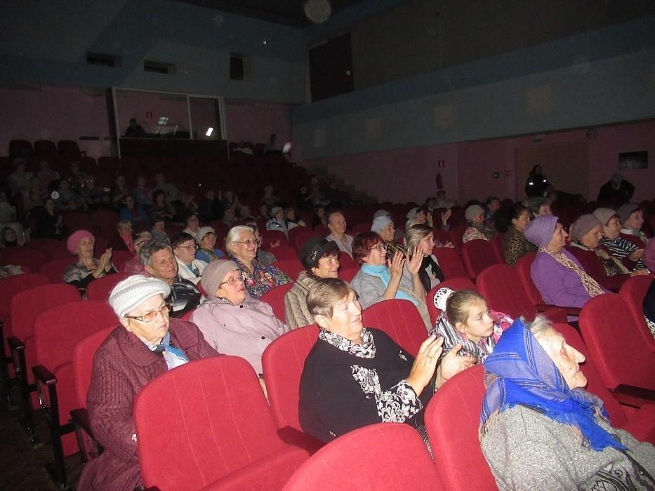 В Тверской области для пенсионеров устроили концерт