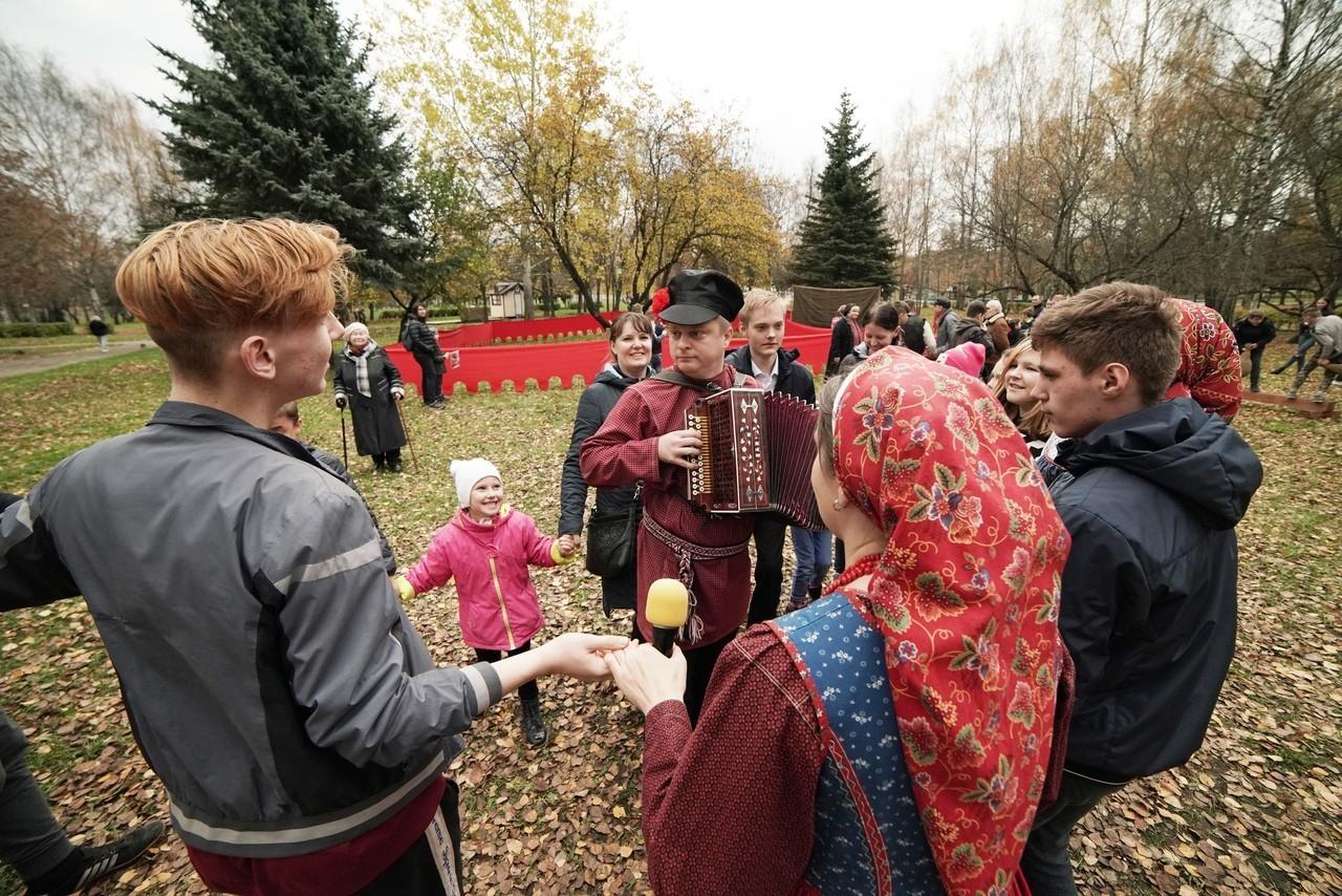 На историческом фестивале дети из тверских интернатов метали копья
