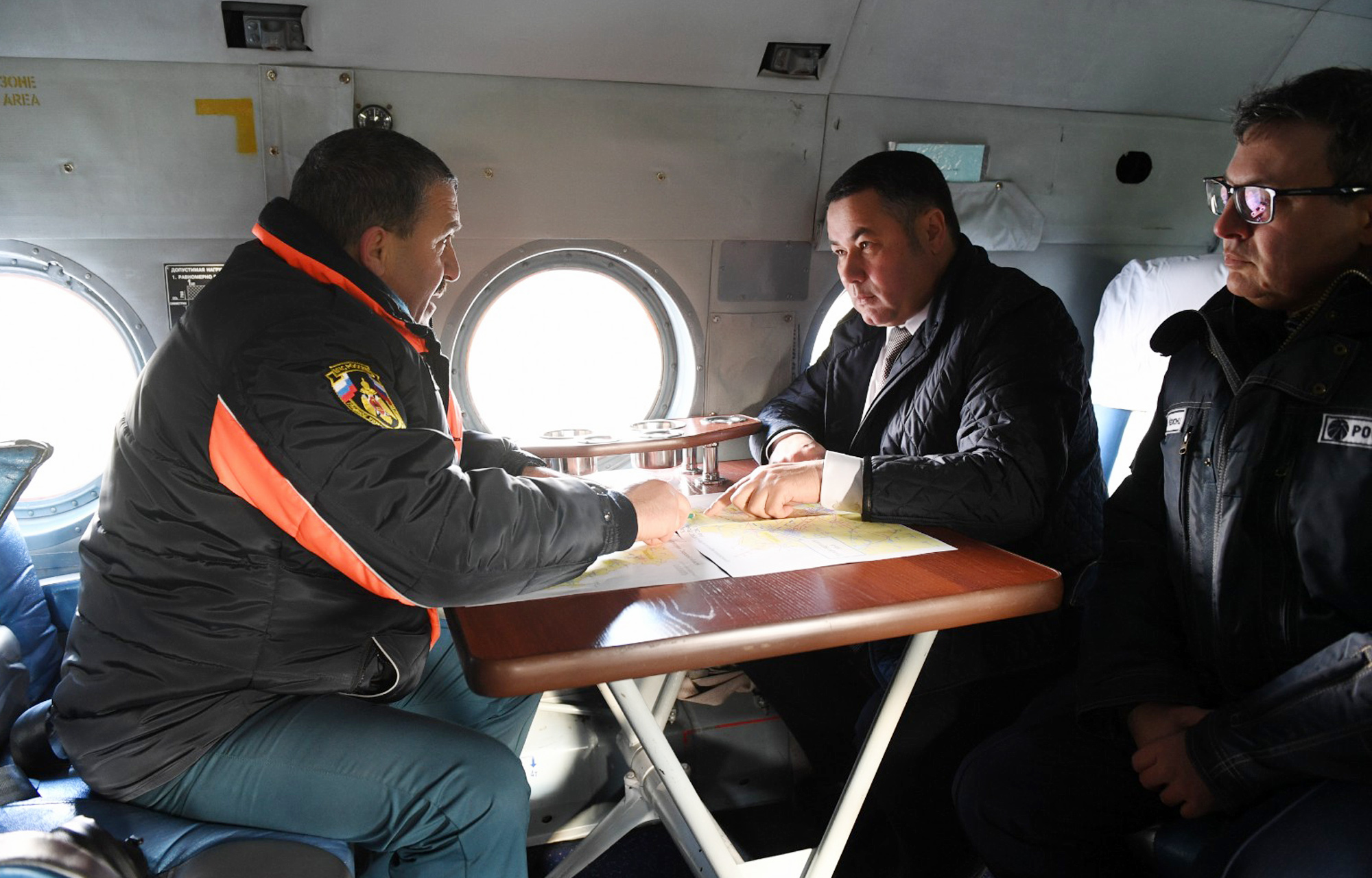 Игорь Руденя на вертолете МЧС осматривает территории Тверской области, где из-за стихии было нарушено электроснабжение