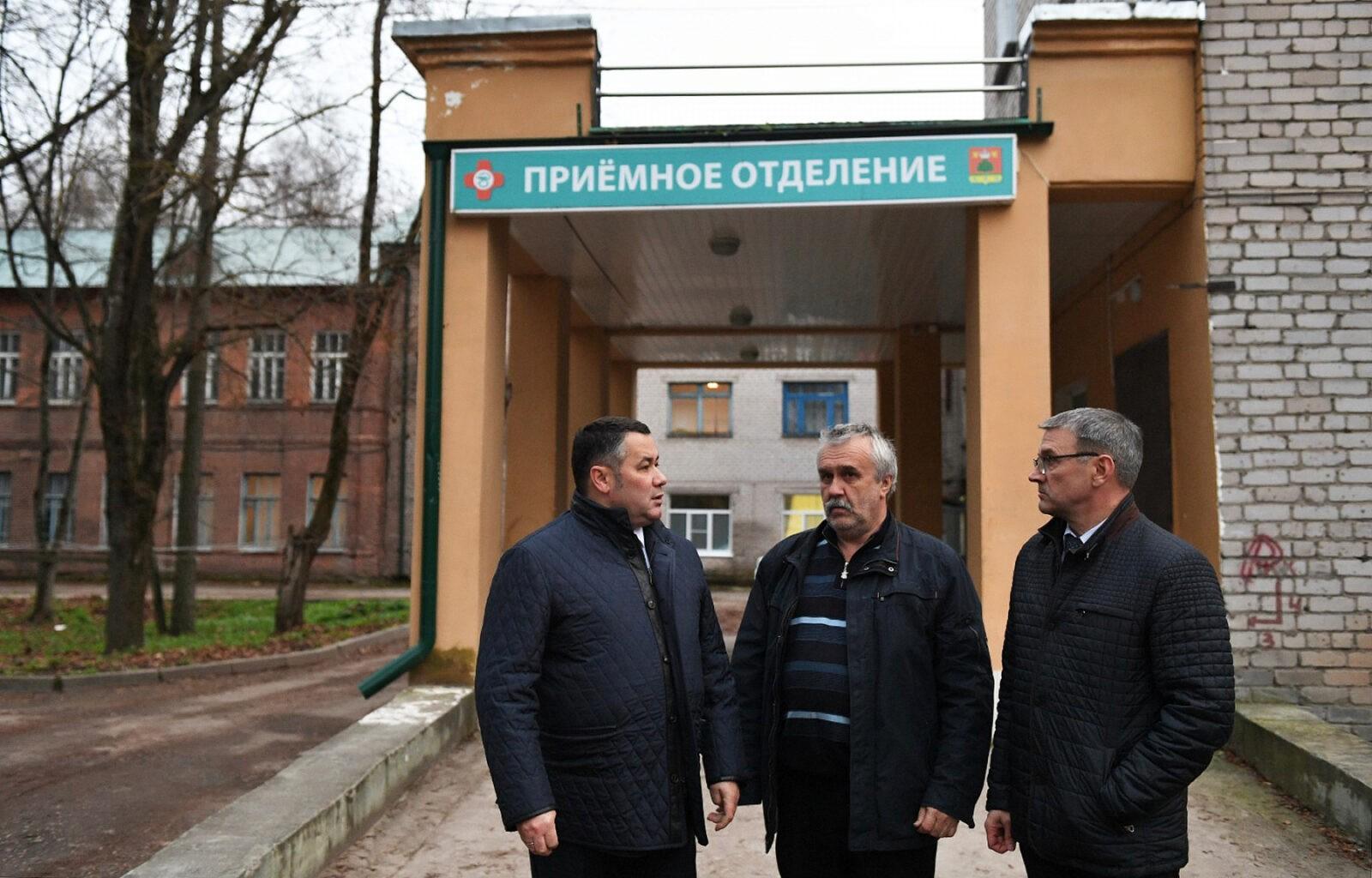 Под личным контролем: Игорь Руденя проверил ход работ по восстановлению электроснабжения в Бежецке