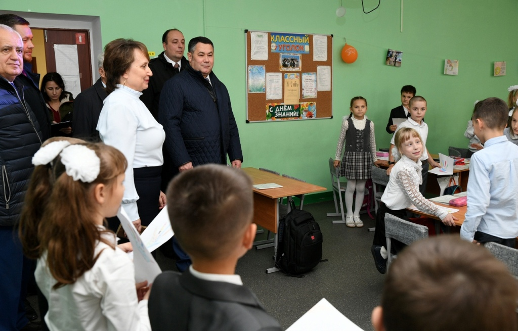 Во время рабочего визита во Ржев Игорь Руденя посетил городские школы