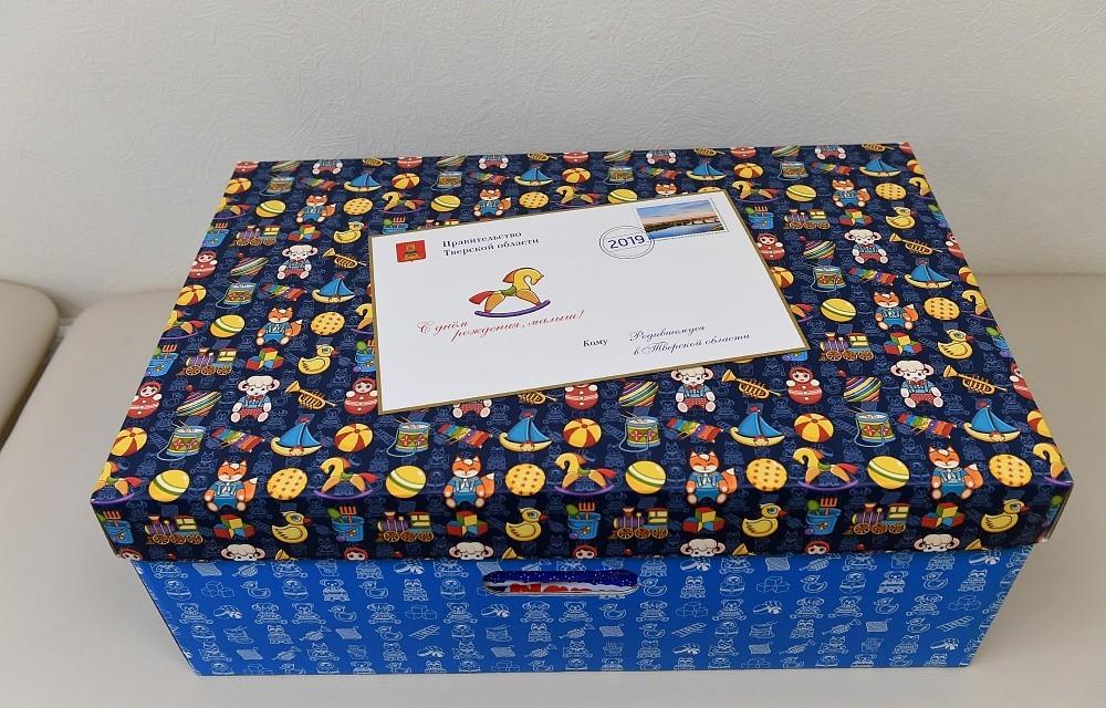В Вышнем Волочке семьи получают подарки для новорождённых