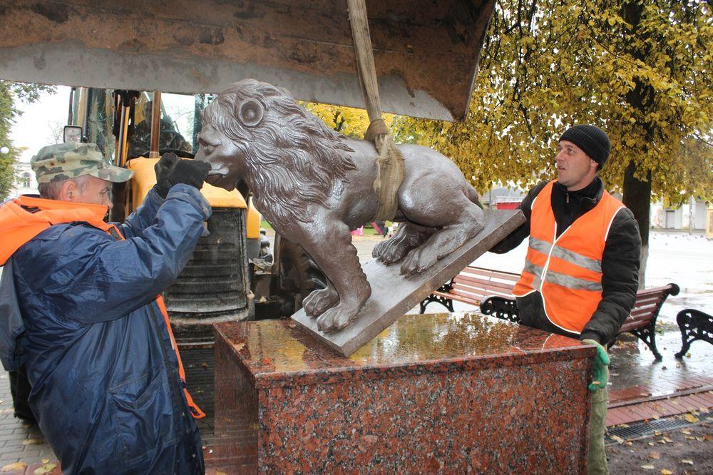 Отреставрированные львы вернулись в вышневолоцкий сквер