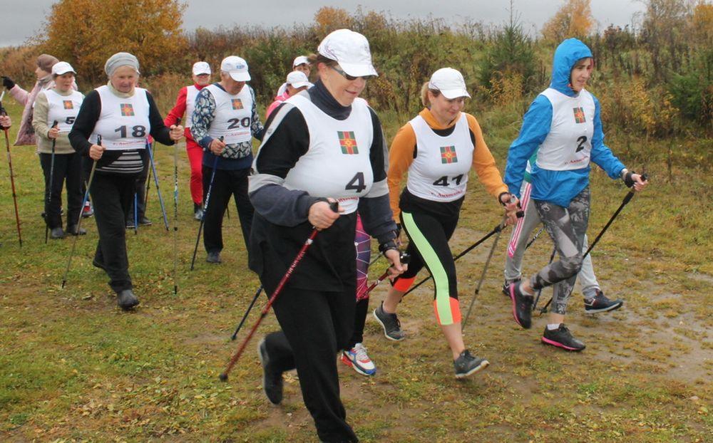 В Лихославле среди любителей скандинавской ходьбы прошли соревнования