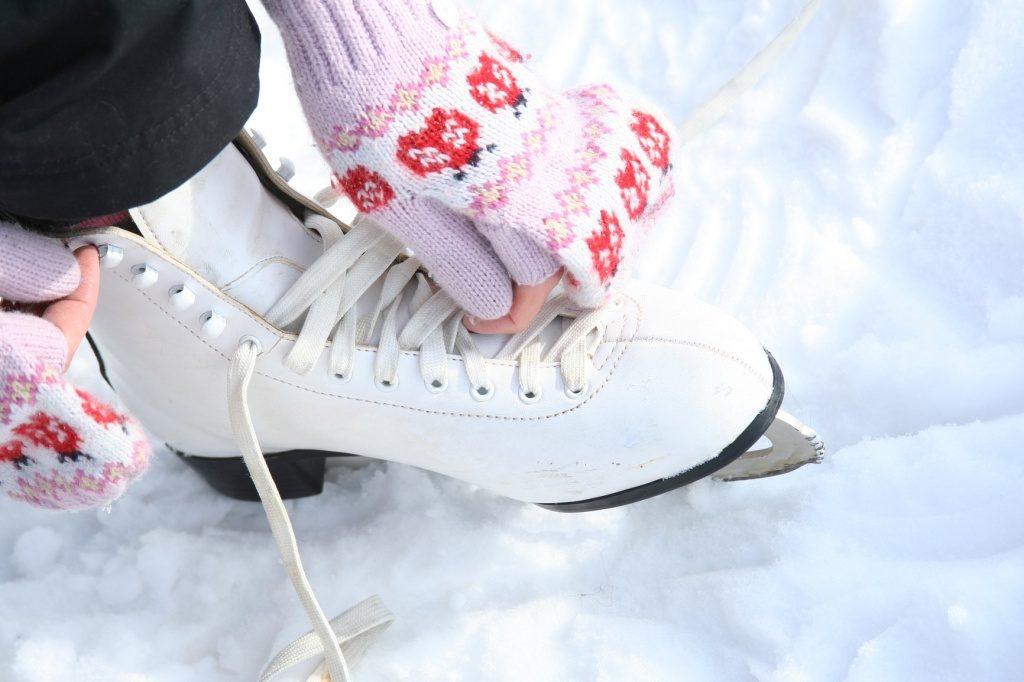 В Твери в ледовом дворце проходят массовые катания