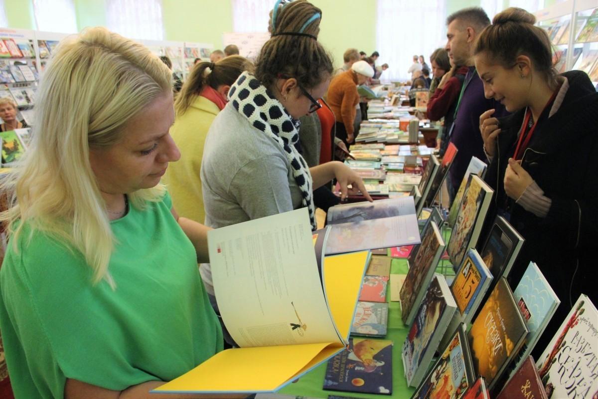 В Твери продолжает работу V Межрегиональная книжная  выставка-ярмарка «Тверской переплет».