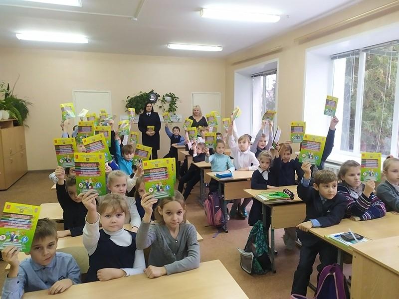Сотрудники Госавтоинспекции провели тематический урок по ПДД в Никольской начальной школе Калининского района