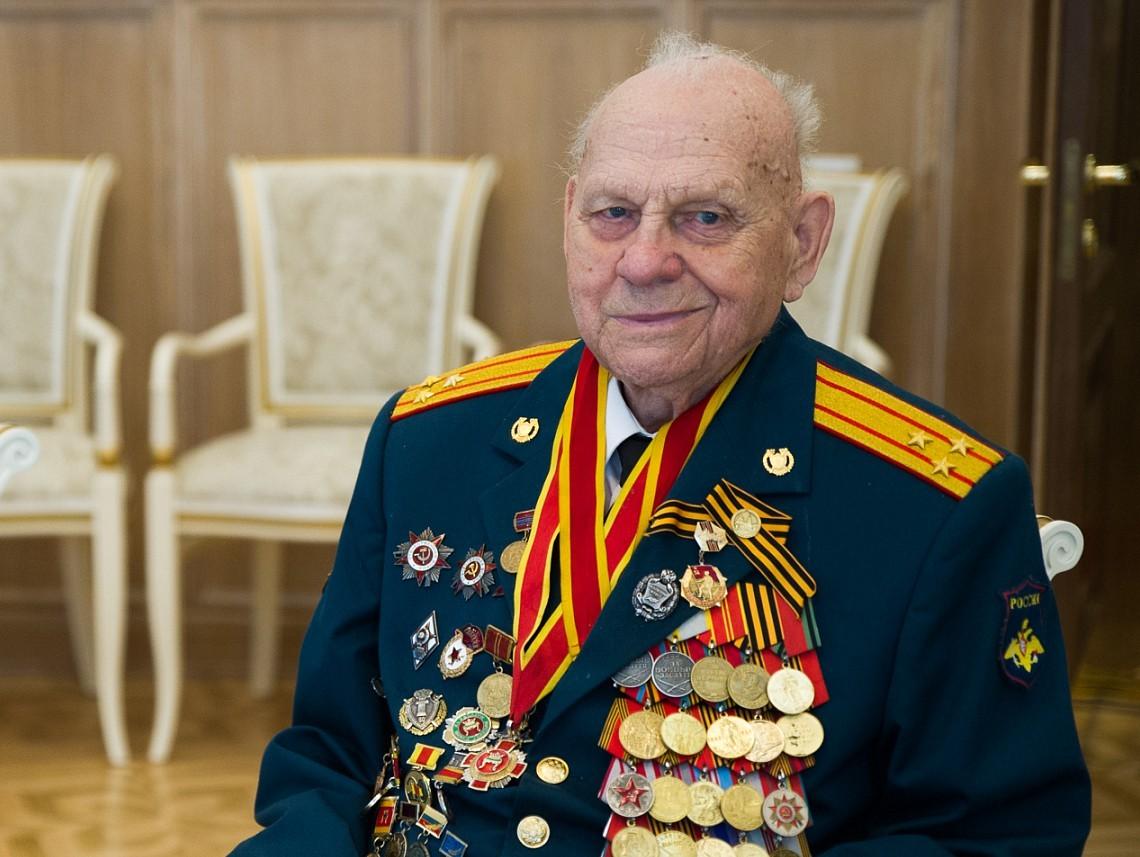 Спартак Сычев: Носить цветы к этим памятникам будут и ваши правнуки