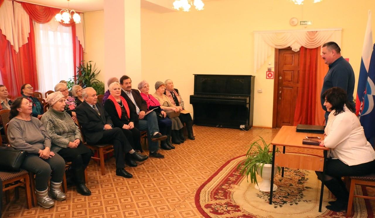Жители Торопецкого района пообщались с депутатами Законодательного собрания
