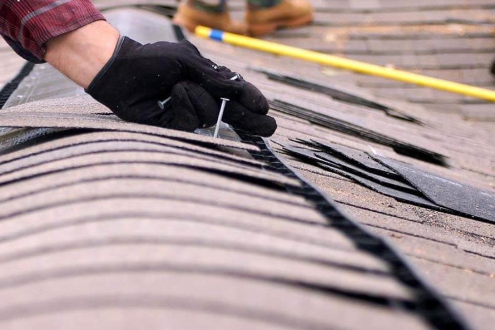 В посёлке Калашниково ремонтируют крышу на поликлинике