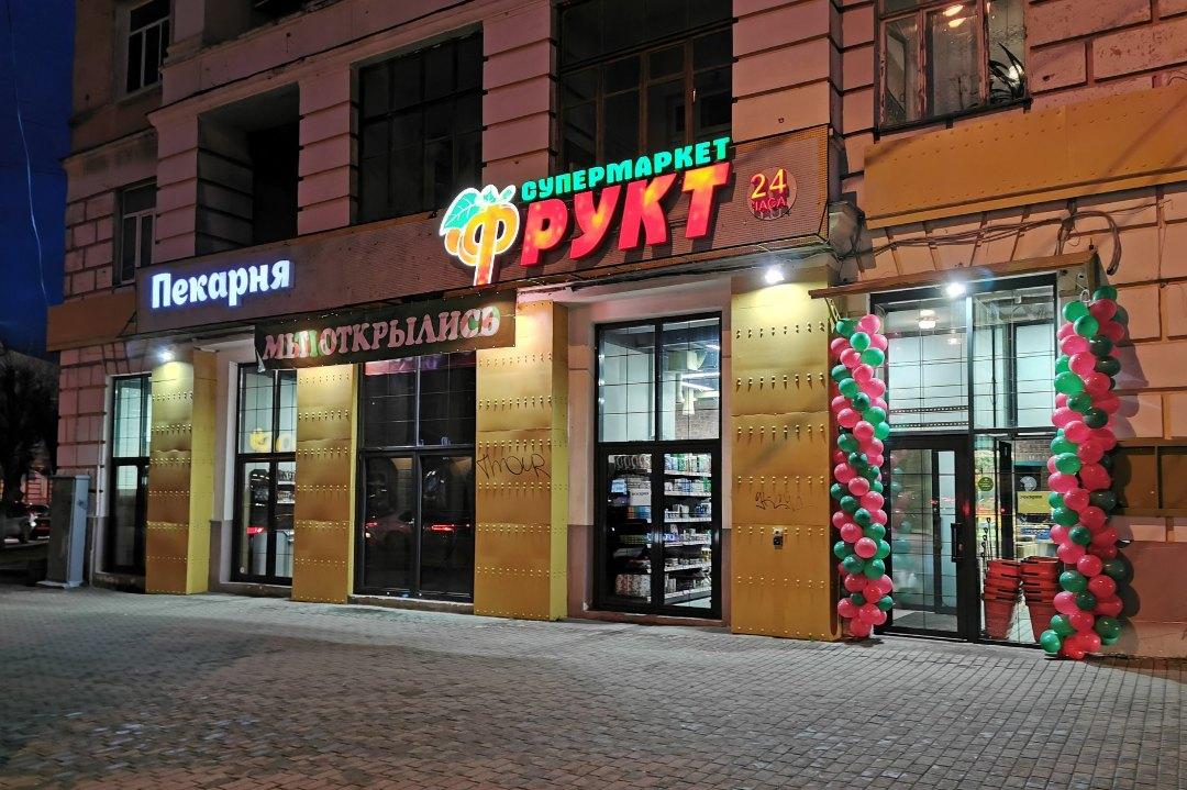 """""""Дядя Сэм"""" уступил место """"Фрукту"""" у Нового моста в Твери"""