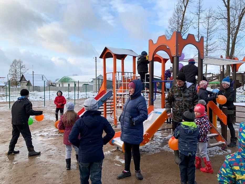 В посёлке Калашниково открыли детскую игровою площадку