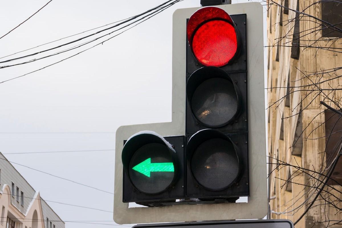 В Твери на проспекте Победы светофор оборудуют левыми стрелками