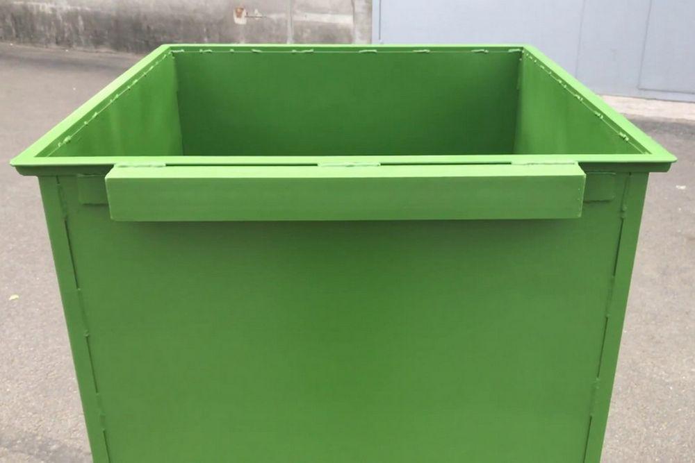 В Лихославльский район прибыли новые мусорные контейнеры