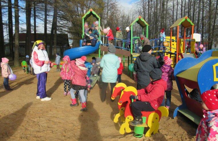 В Рамешках открылась детская площадка
