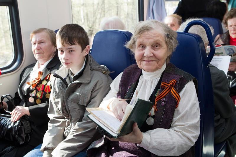 В 2020 году ветераны Тверской области могут ездить в электричках по удостоверению