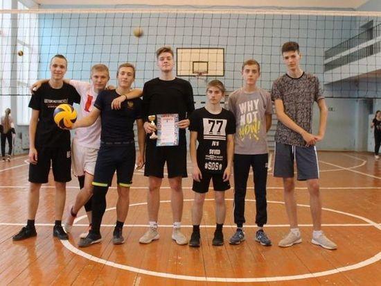Школьники в Лихославльском районе разыграли кубок по волейболу