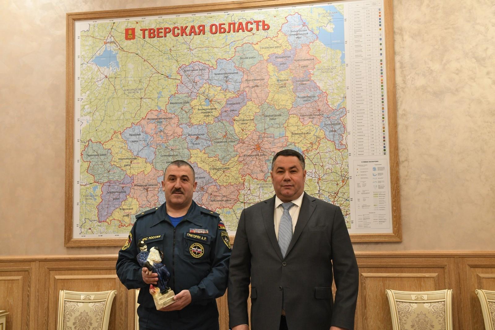 Игорь Руденя поздравил начальника ГУ МЧС Арсена Григоряна с 15-летием ведомства