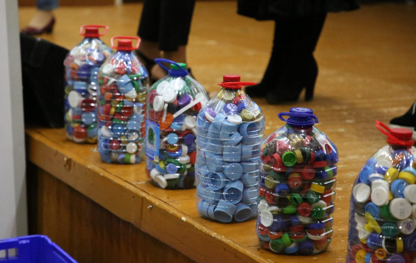 Тверские студенты дали старт сбору пластмассовых крышечек