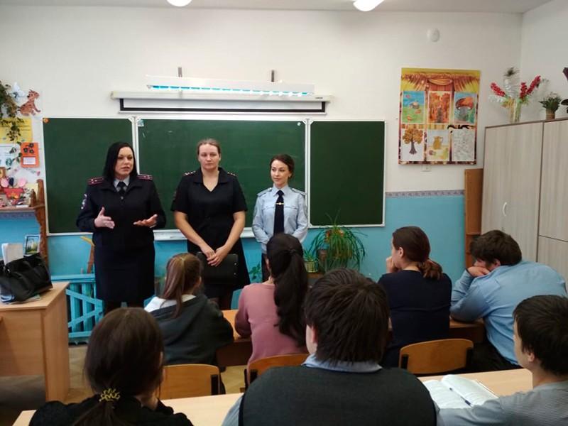 Полицейские рассказали школьникам в Калининском районе, что такое хорошо и что такое плохо