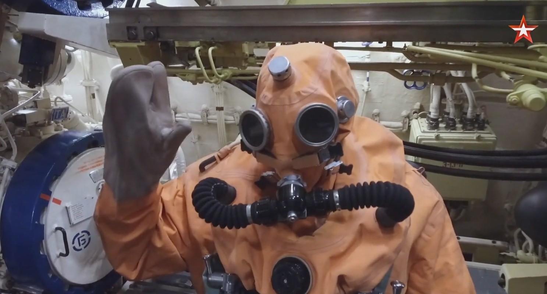 """На подводной лодке """"Тверь"""" тренировались эвакуироваться через торпедный аппарат"""