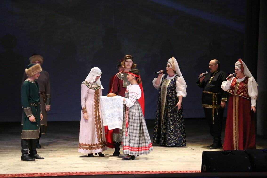 В Торопецком районе в честь праздника прошёл концерт «Народной души и любви единенье»