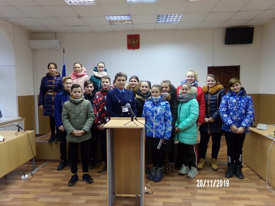 Для школьников Калязина провели экскурсию в здании суда