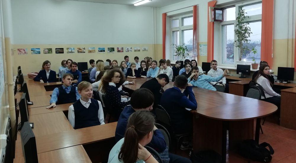 Полицейские в Бологое провели занятия со школьниками по правовой помощи