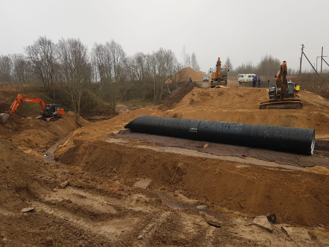 На размытом участке дороги «Москва - Санкт-Петербург» - Гирино установлена водопропускная труба