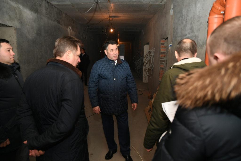 Губернатор осмотрел строящийся детский сад в Старице