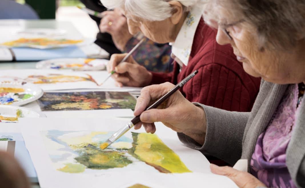 Тверским пенсионерам предлагают писать картины