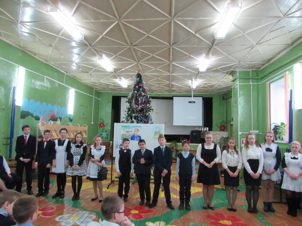 Дети читали стихи о великой Победе перед Новым годом в Кесовой Горе Тверской области