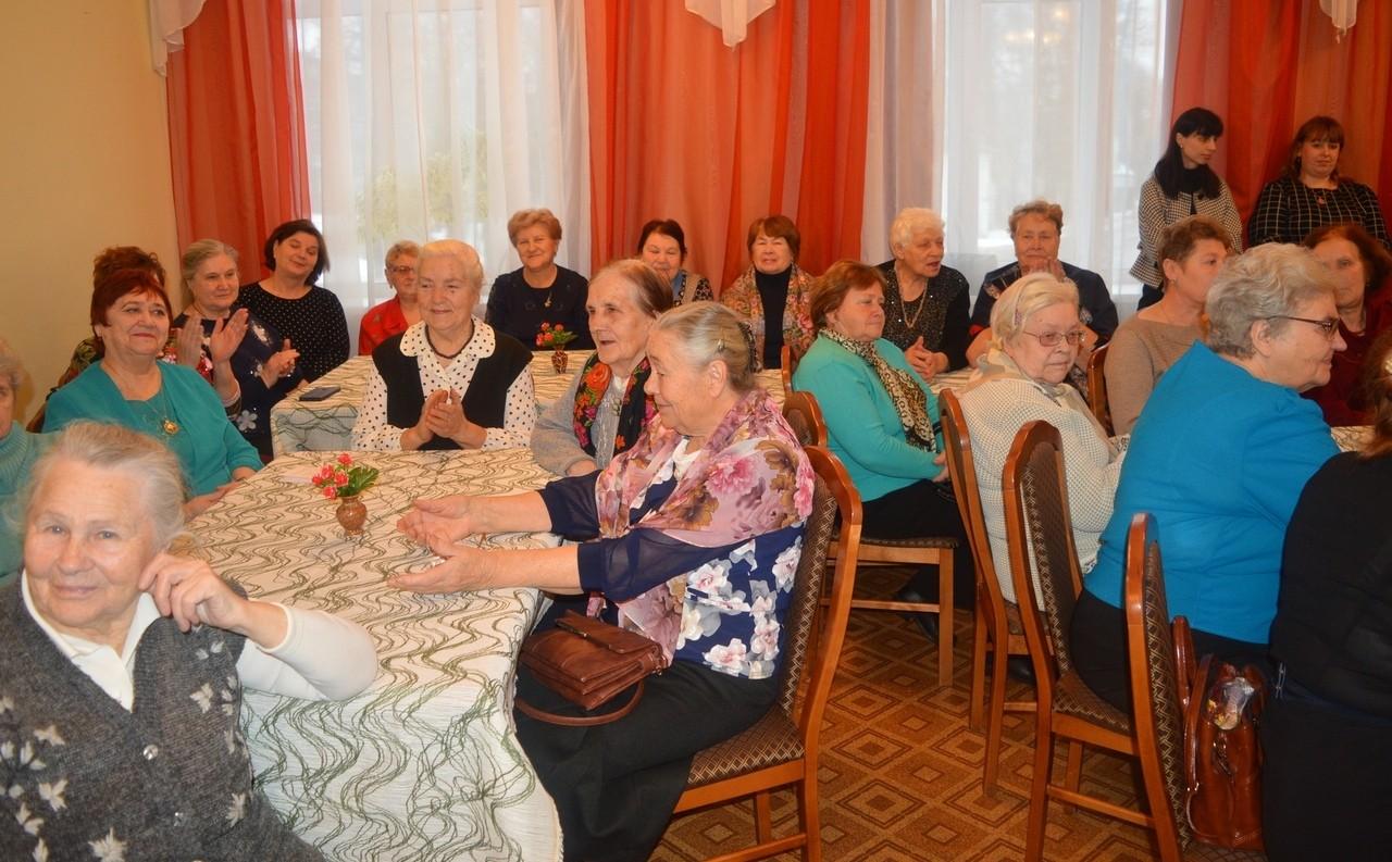 В Торопецкой библиотеке в День инвалидов прошла специальная встреча