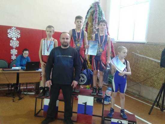 Вышневолоцкие спортсмены заняли весь пьедестал почета на соревнованиях