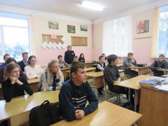 Оленинские школьники встретились с инспектором по делам несовершеннолетних