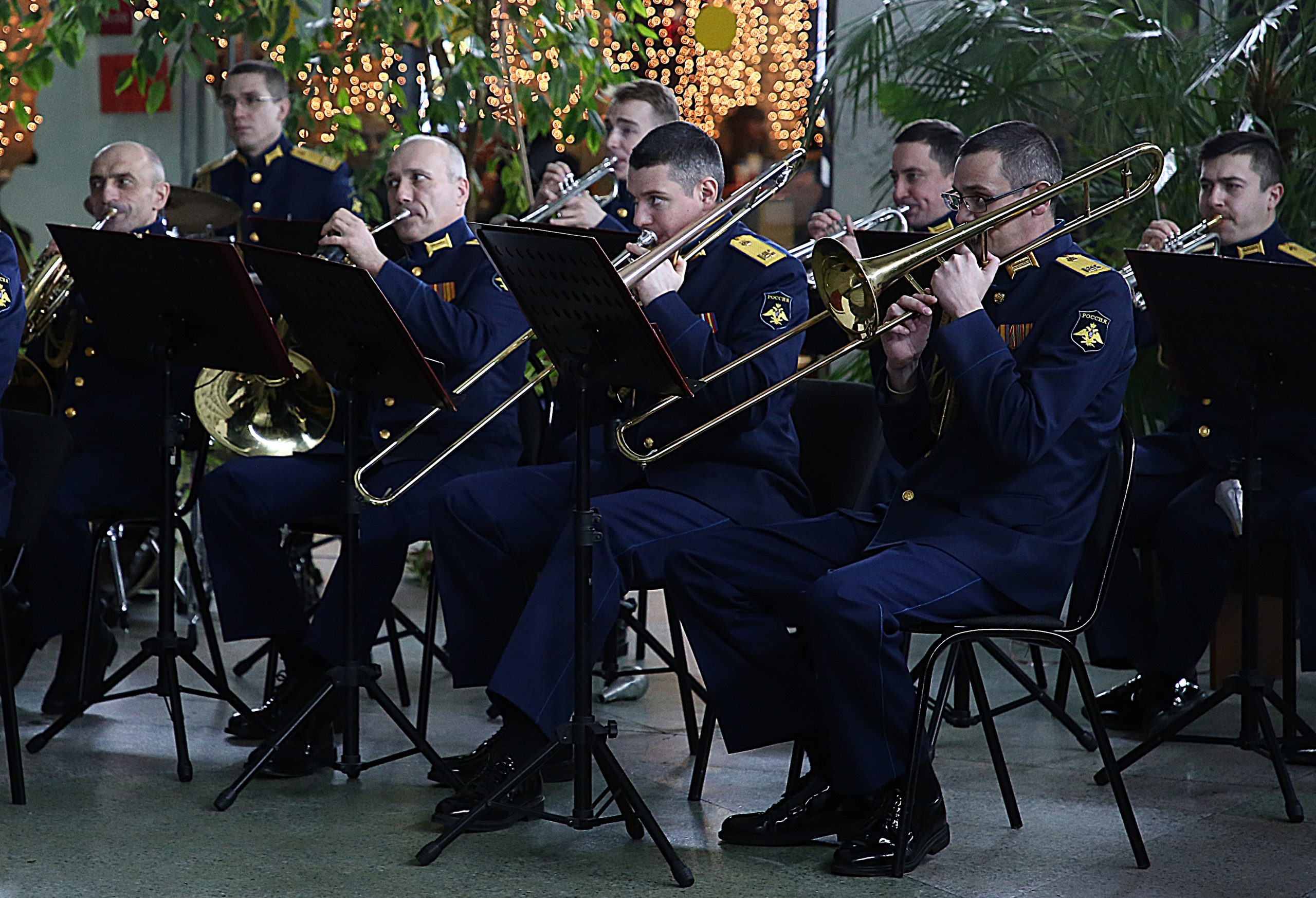 На тверском вокзале играл оркестр Военной академии
