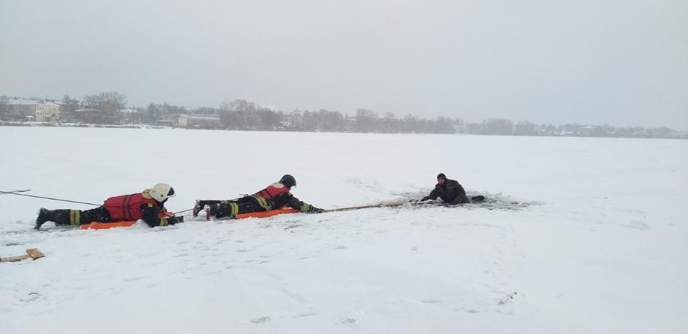 В Бологое прошли учения по оказанию помощи людям, терпящим бедствие на воде