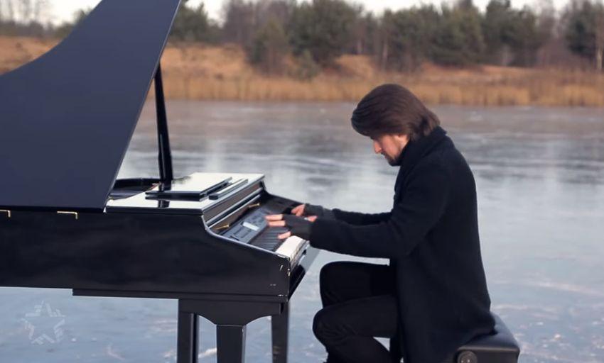 Пианист из Твери Евгений Соколовский сыграл Вивальди посередине замерзшего озера