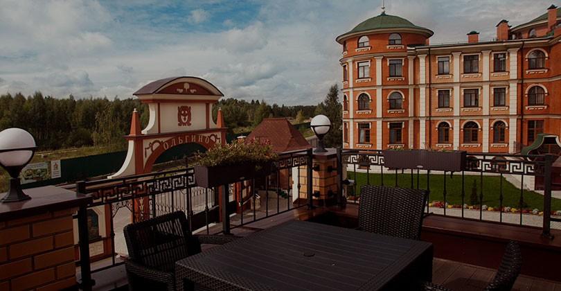 """Гостиничный комплекс """"Ольгино"""" приглашает в замок «Империал»"""