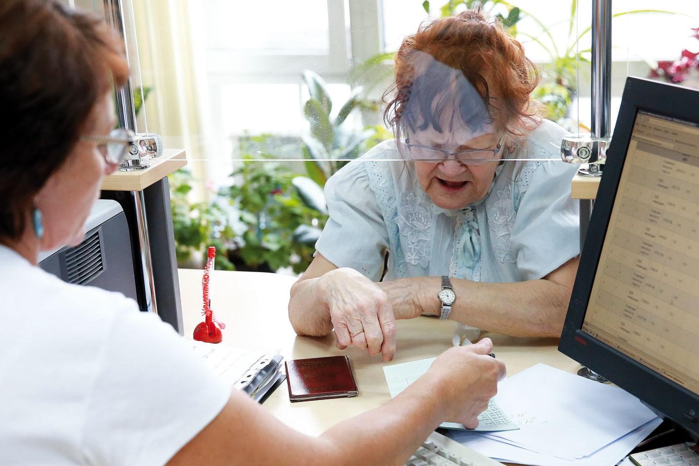 Тверским пенсионерам могут приостановить денежные выплаты