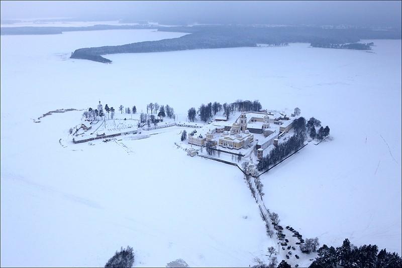 Жительница Тверской области запечатлела на видео ледяное дыхание Селигера