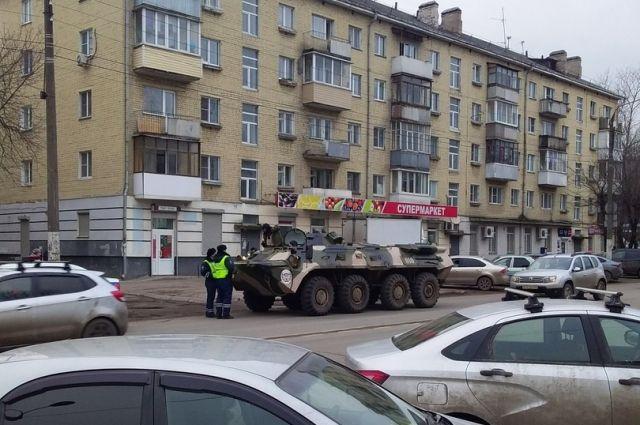В Твери на улице был остановлен бронетранспортер