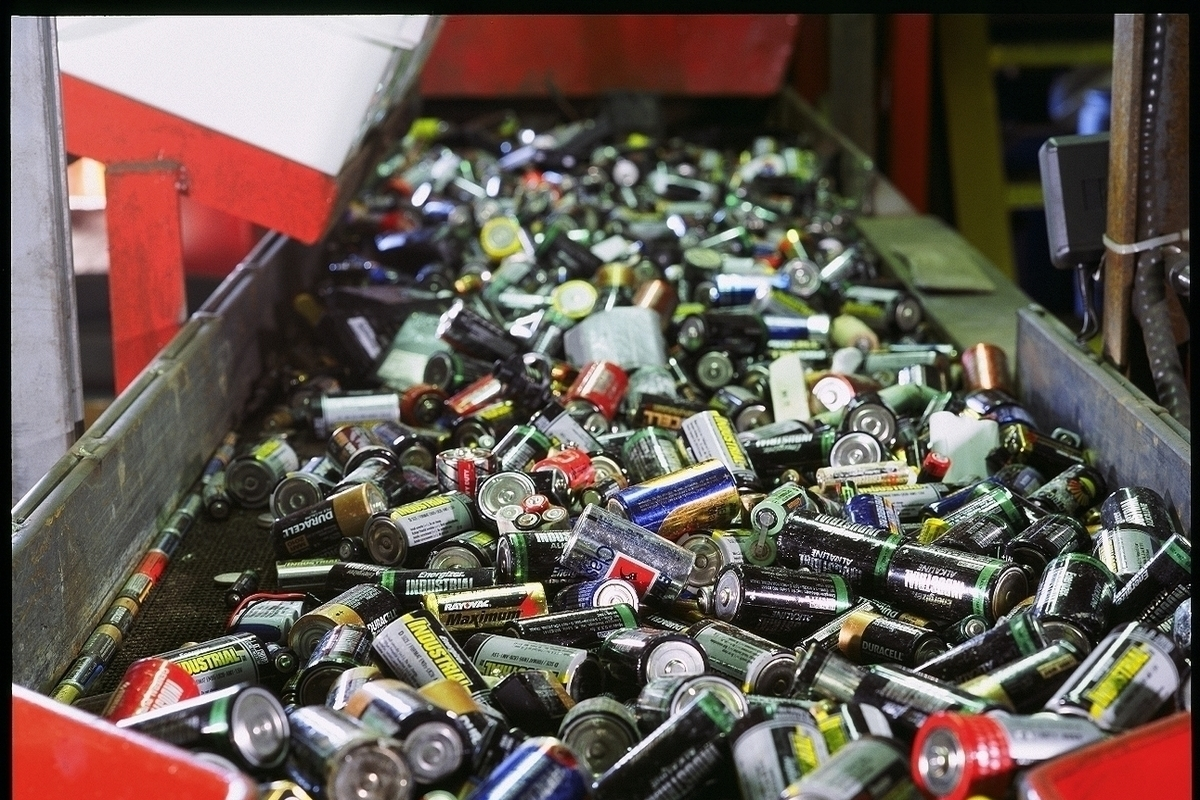 В Тверской области школьники собрали для утилизации пять тонн батареек